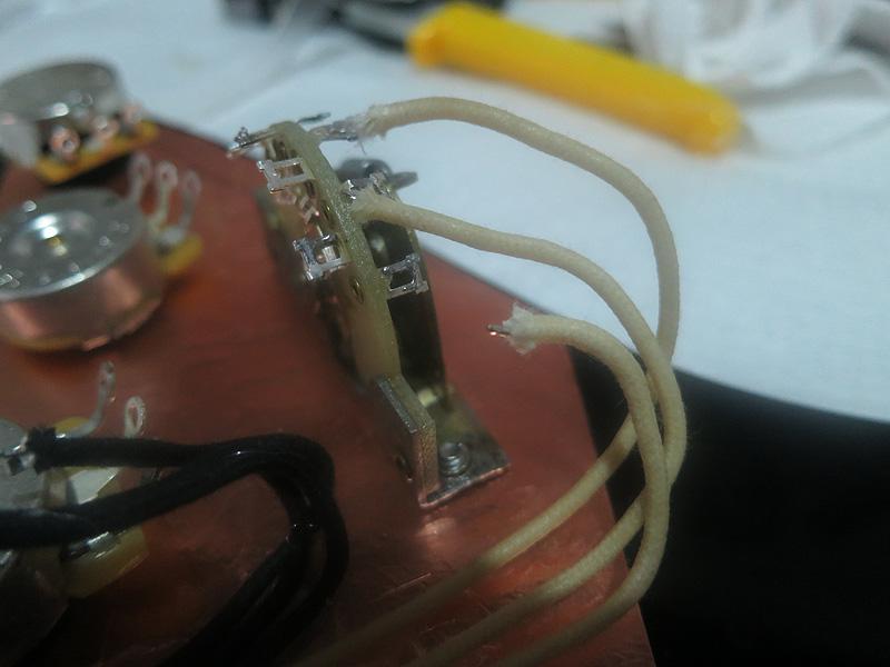 Soldando os fios hot no switch