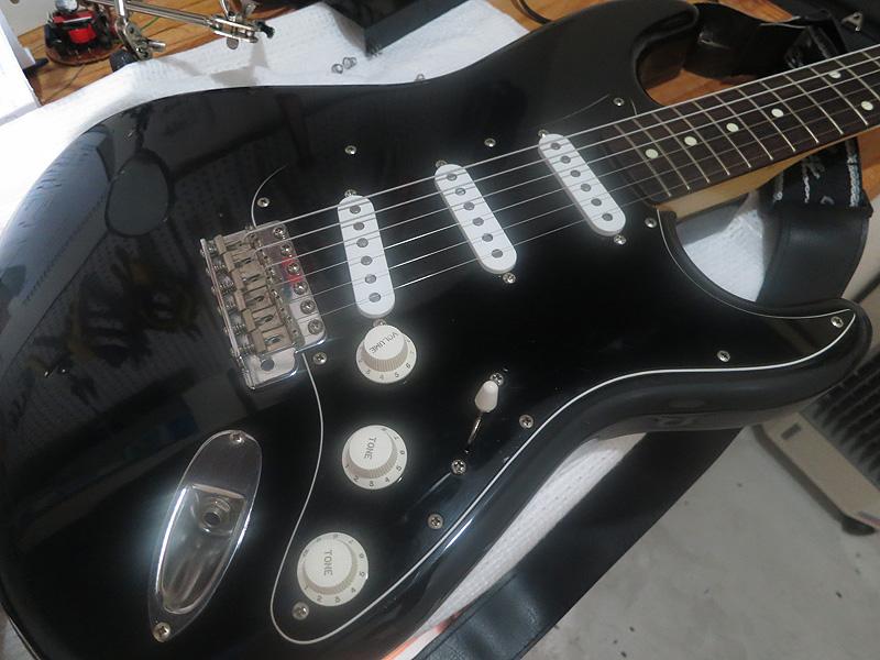 Guitarra pronta com os captadores novos